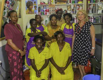 Der Frsörsalon in Luzira, Frauengefängnis